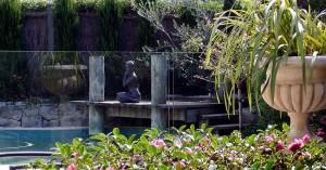 21-pool-statue